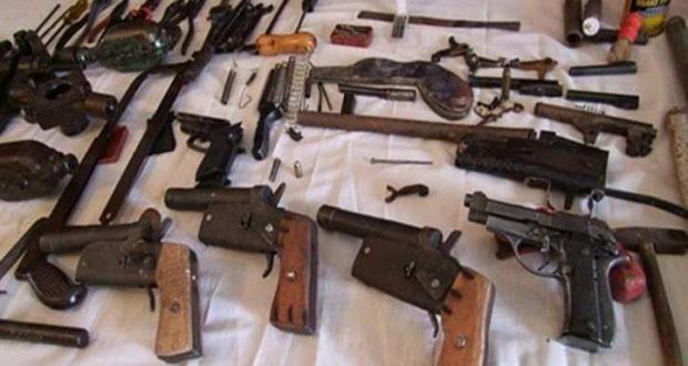 وزارة الداخلية… القبض على ثلاثة بتهمة الاتجار في السلاح والمخدرات