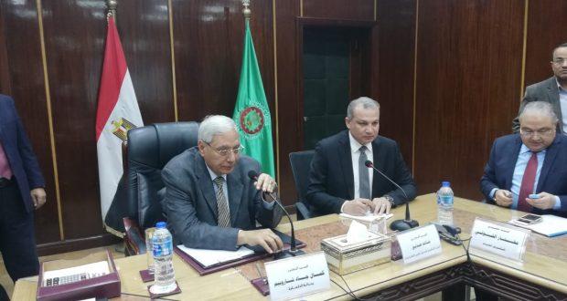 محافظ الدقهلية ومدير صندوق تطوير العشوائيات يستعرضان خطط تطوير منطقتى حمزاوي وزاوية الأمير حماد