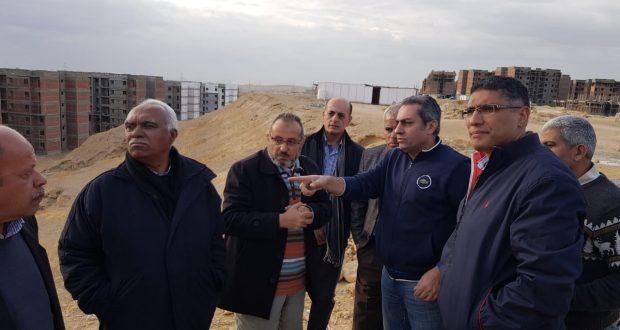 نائب وزير الإسكان يتفقد المشروعات المختلفة التى يجرى تنفيذها بمدينة القاهرة الجديدة