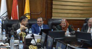 رئيس جامعة بنى سويف : تخصيص خمس أفدنة لإنشاء مزرعة نباتية تعليمية بكلية الزراعة