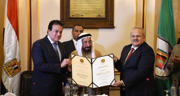 حاكم الشارقة يدعم انشاء جامعة القاهرة الدولية.والجامعة تمنح درع الشخصية المتميزة لعام 2018 للشيخ سلطان القاسمي