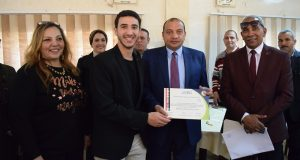 رئيس جامعة بني سويف يكرم طلاب السياحة والفنادق المشاركين في تنظيم البطولة العربية