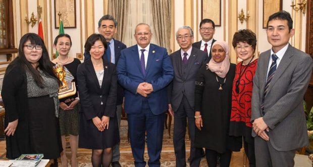 رئيس جامعة القاهرة يستقبل رئيس جامعة هيروشيما لبحث سبل التعاون المشترك في المجالات الاكاديمية والبحثية  .