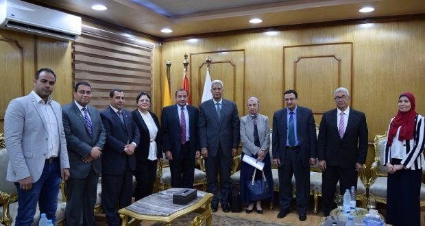 رئيس جامعة بنى سويف يستقبل وفد هيئة ضمان الجودة لمراجعة ملفات كلية الصيدلة