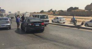 إصابة شخص صدمته سيارة اثناء عبوره الطريق فى النزهة