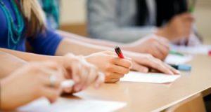 طلاب الثانوية العامة يبدأون امتحان الديناميكا والاقتصاد الدور الثانى