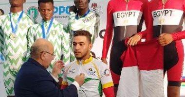 محافظ الشرقية يهنئ أحمد موسى لفوزه بطولة الأمم الإفريقية لسابق الدراجات