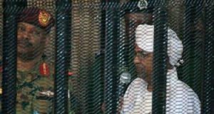 عمر البشير يكشف تفاصيل ممتلكاته فى أولى جلسات محاكمته