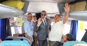 محافظ سوهاج يودع حجاج الجمعيات الأهلية